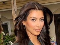 does-kim-kardashian-have-hair-extensions-225x300